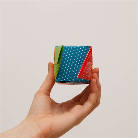 origami cube step by step how to make an origami cube in 18 easy steps from japan