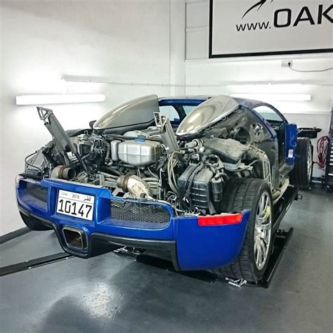 Bugati Engine by Fully Stripped Bugatti Veyron Prepares For Carbon Panels