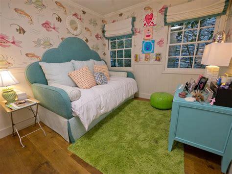 underwater themed bedroom a tween s underwater themed bedroom hgtv