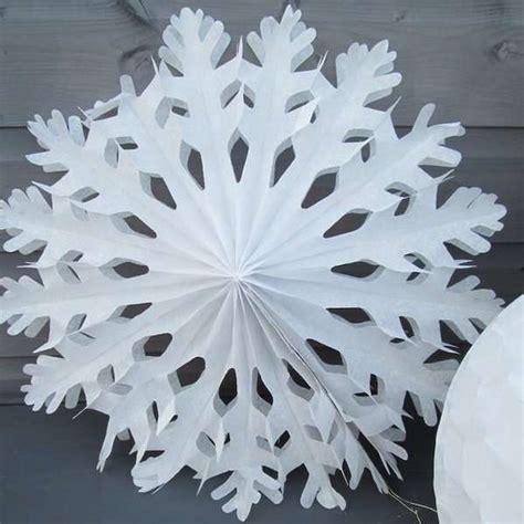 bastelanleitung weihnachtsbaum basteln mit papier weihnachtsdeko aus papier kreieren