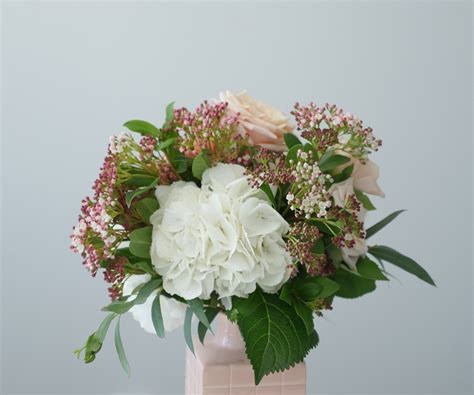how to arrange flowers how to arrange flowers in a medium vase