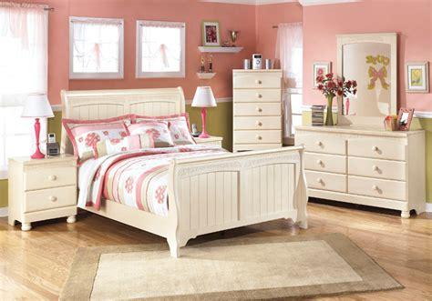 sleigh bed set cottage retreat sleigh bed set