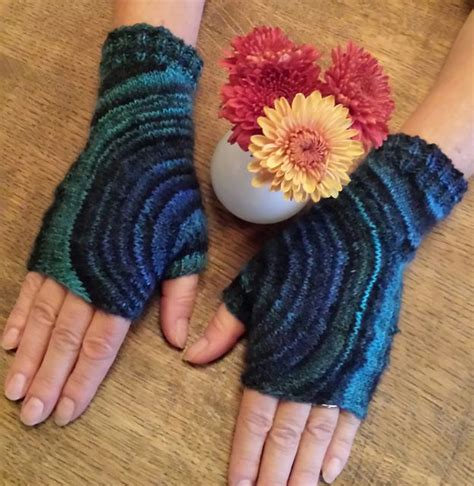 knitting a circle shape ravelry circle mitts pattern by sybil r knitted gloves