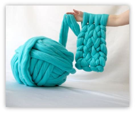 Diy Arm Knitting Yarn Knit A Blanket In 45 Minutes Or A
