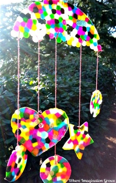 how to make suncatchers with plastic how to make a suncatcher 26 diy suncatchers