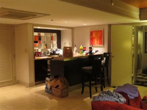 mirage 2 bedroom suite 2 bedroom tower suite statue thing picture of the