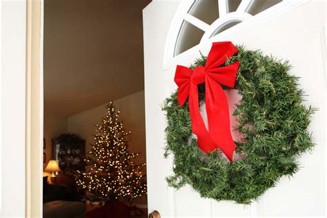 how to hang decorations how to hang decorations without damaging your