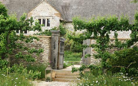 Farmhouse Style House portfolio garden 2 arne maynard garden design