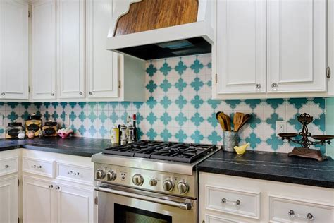 pictures of kitchen tile backsplash our favorite kitchen backsplashes diy
