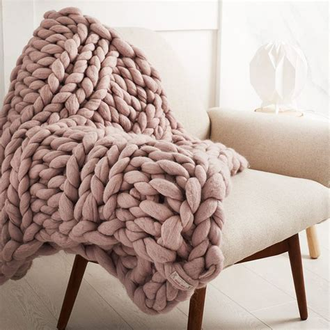 knitting a big blanket 10 best ideas about knitted throws on big
