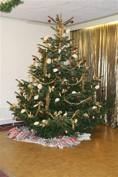 der weihnachtsbaum f 252 r unsere senioren der sch 246 nste christbaum friedberg