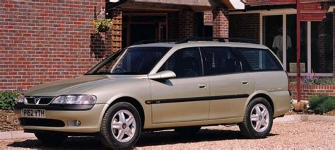vauxhall vectra hatchback review 1995 2002 parkers vauxhall vectra estate 1996 2002 photos parkers