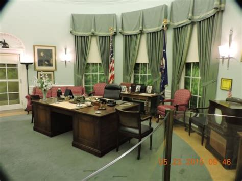 the oval office desk the oval office desk area picture of harry s truman