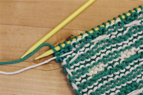 knitting stripes in the carrying yarn stripes and carrying yarn up the side with wool