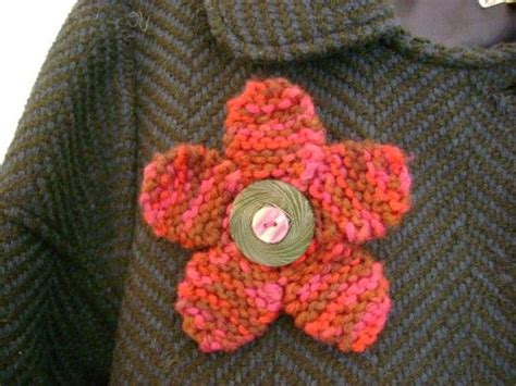 free knitted flower brooch patterns free jewelry knitting pattern flirty flower pin with