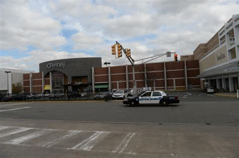 Garden Of Nyc Closing Garden State Plaza Reopens Shooter S Last Text Emerges
