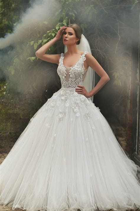 wedding gown with amazing designs of wedding gowns for brides