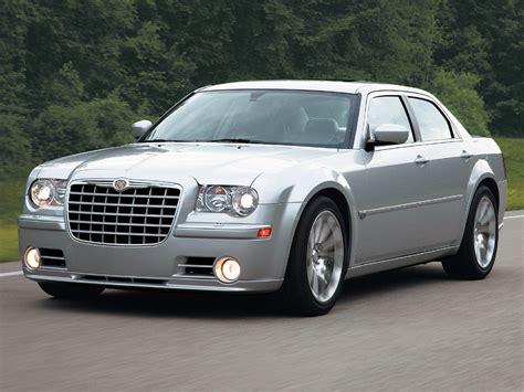 2005 Chrysler 300C SRT 8 Specs, Price & Engine Review
