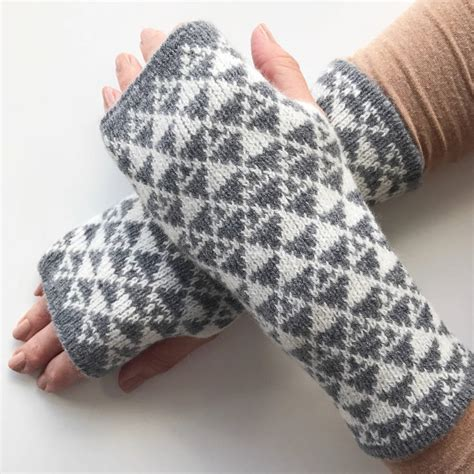 knitted wrist warmers knitted wrist warmers triangles pattern by