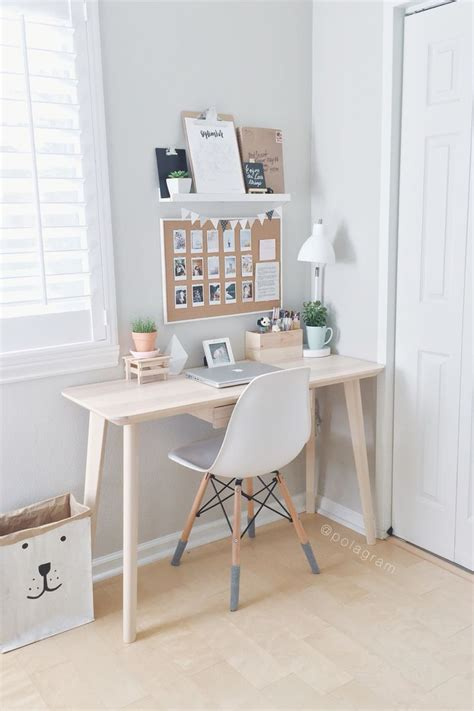 small bedroom desk best 25 minimalist bedroom ideas on apartment