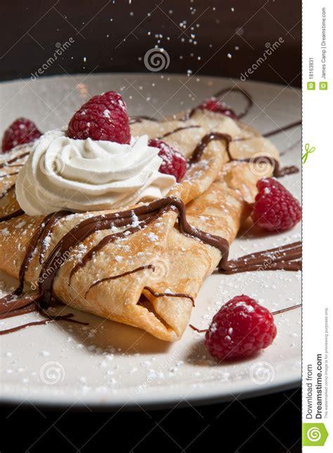 crepe de dessert avec les framboises et le chocolat image stock image 18163831