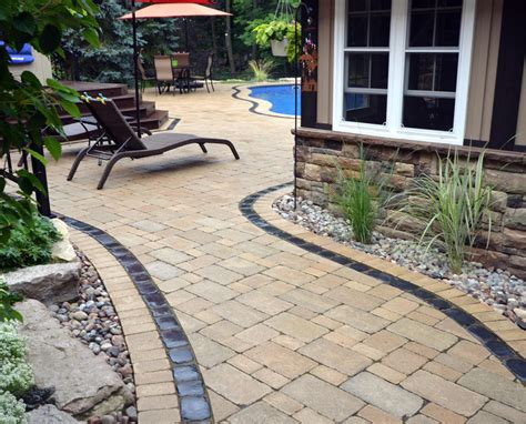 laying a paver patio laying a patio with pavers diy patio installation how to