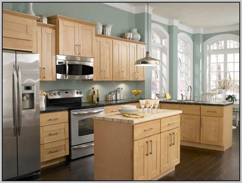 paint color for kitchen with maple cabinets best 25 maple kitchen cabinets ideas on
