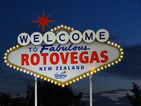 rotorua lights rotovegas in lights thecuriouskiwi nz travel