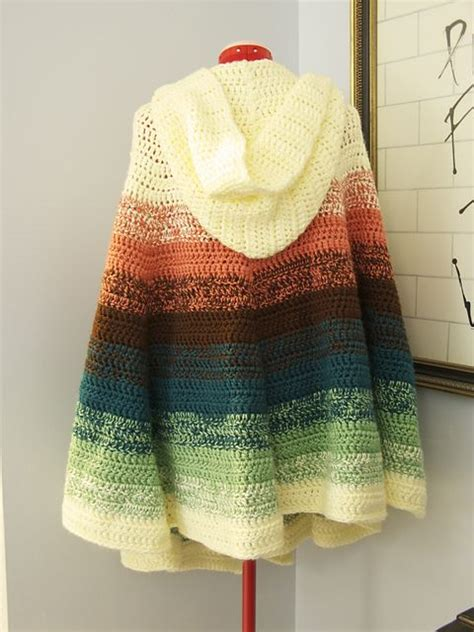 hooded shawl knitting pattern 25 best ideas about knitted cape on knit