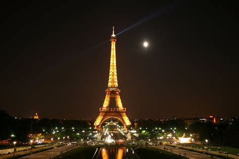 home of the eifell tower eiffel tower at