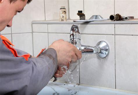 comment r 233 parer une fuite d eau dans une salle de bain