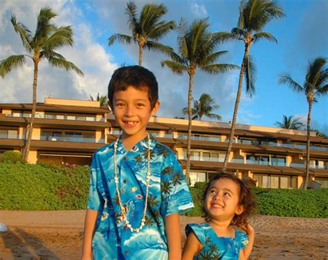with children in the sun exploring honolulu hawaii with