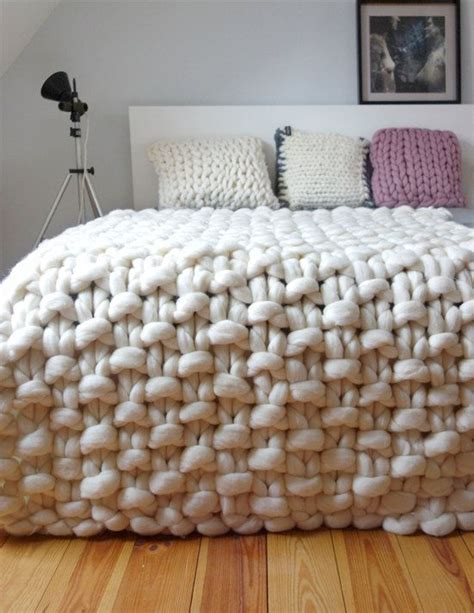 what type of yarn to use for arm knitting 25 best ideas about chunky knit blankets on