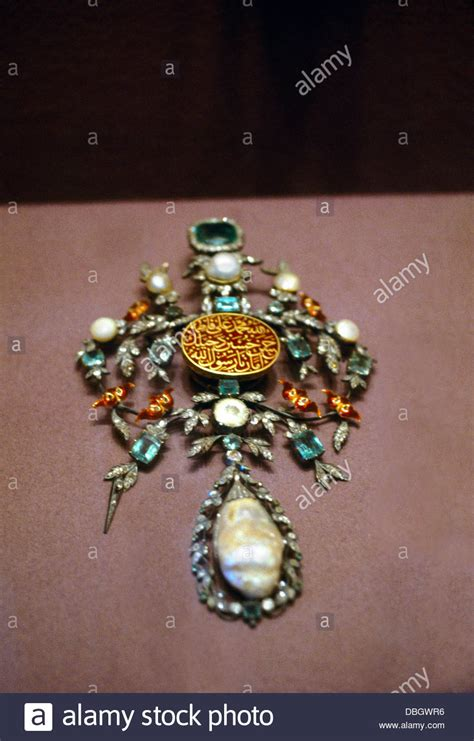 how to make a lightbox for photographing jewelry istanbul turkey topkapi palace museum emerald pearl and