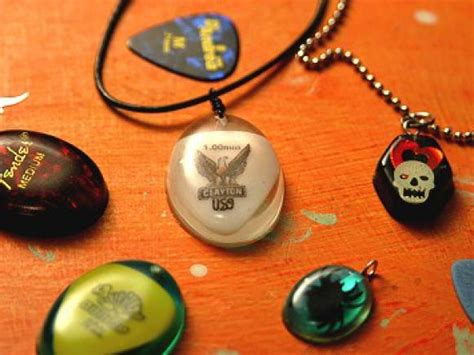 how to make guitar jewelry 15 diy guitar necklace guide patterns