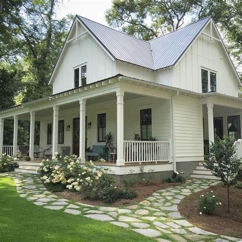 farmhouse or farm house 25 best ideas about farmhouse landscaping on