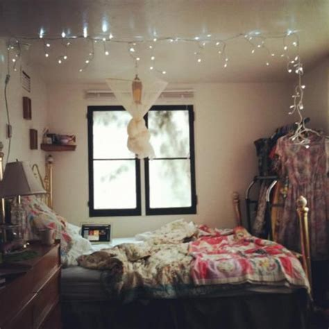 icicle lights in bedroom 25 best ideas about icicle lights bedroom on