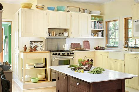 light yellow kitchen cabinets pale yellow kitchen with white cabinets www imgkid