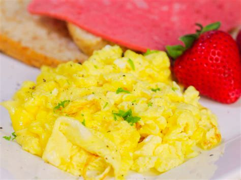 how to make scrabbled eggs how to make regular scrambled eggs
