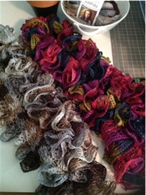 how to knit with sashay yarn for beginners knitting a scarf with sashay yarn free knitting projects