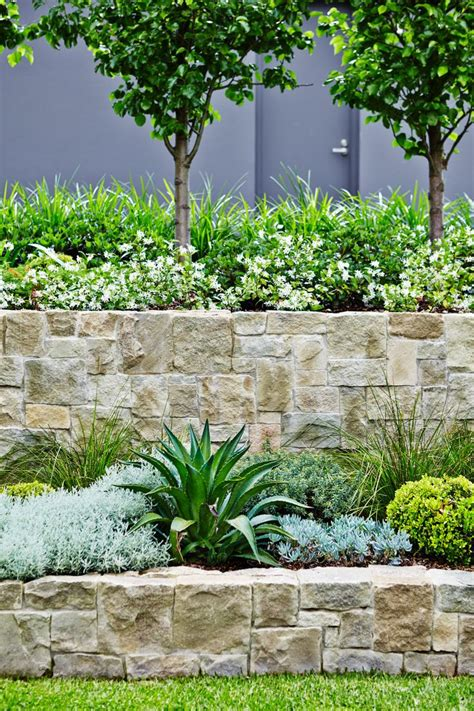 retaining walls for gardens 25 best ideas about retaining wall gardens on