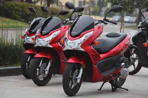 Pcx 2018 Ou Nmax 2018 by Honda Pcx 125 Scooter Review Diy Reviews Motorcycles
