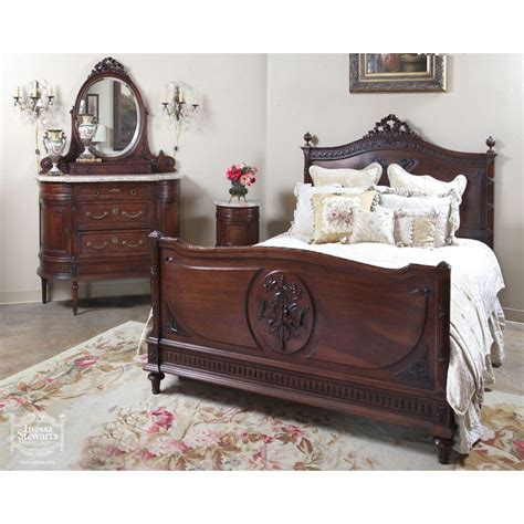 antique looking bedroom furniture 25 best ideas about antique stores on