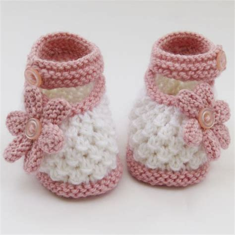 knit baby shoes 25 best ideas about knit baby shoes on