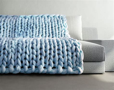 how to knit chunky blanket mo s extremely chunky knits look like giants knit them