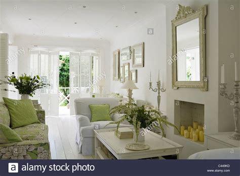 Schlafzimmer Blau Weiß 4211 mirror stockfotos mirror bilder alamy