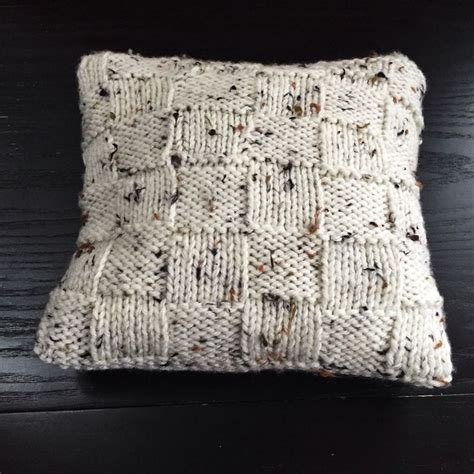 knitted pillow covers 1000 ideas about knitted pillows on knitted