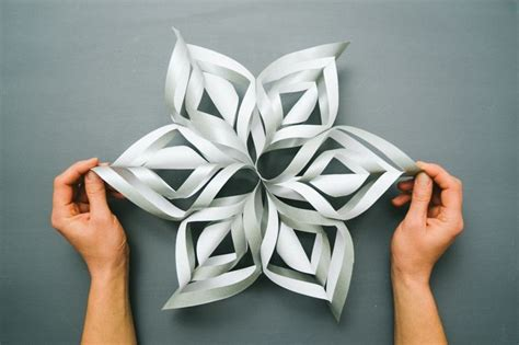 3d snowflakes paper craft tutorial 3d paper snowflakes crafts tips and diy