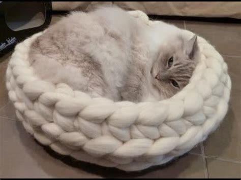 knit cat bed pattern chunky knitted cat bed from jennys knitco on etsy ねこ ラ