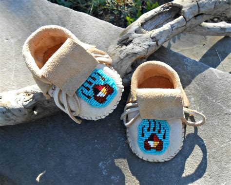 beaded baby moccasins handmade baby moccasins beaded infant mocs paw